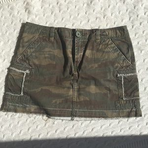 🔥 Old Navy Camo ultra low rise mini skirt 🔥🤠